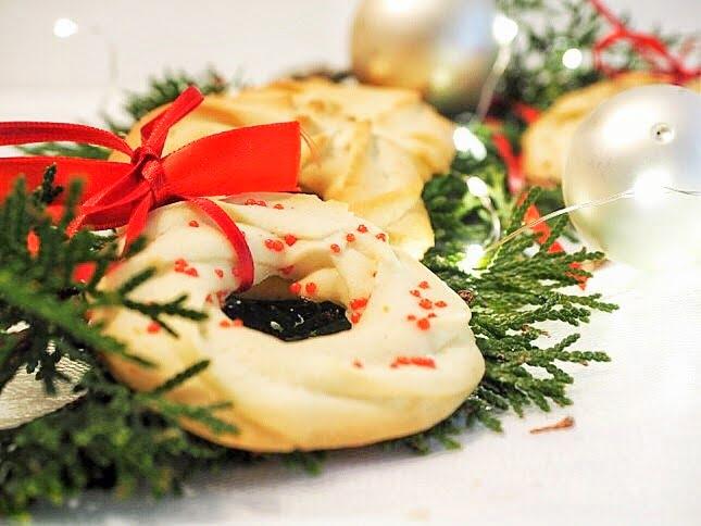 Vanillekringel als Baumschmuck und Tischdeko zu Weihnachten