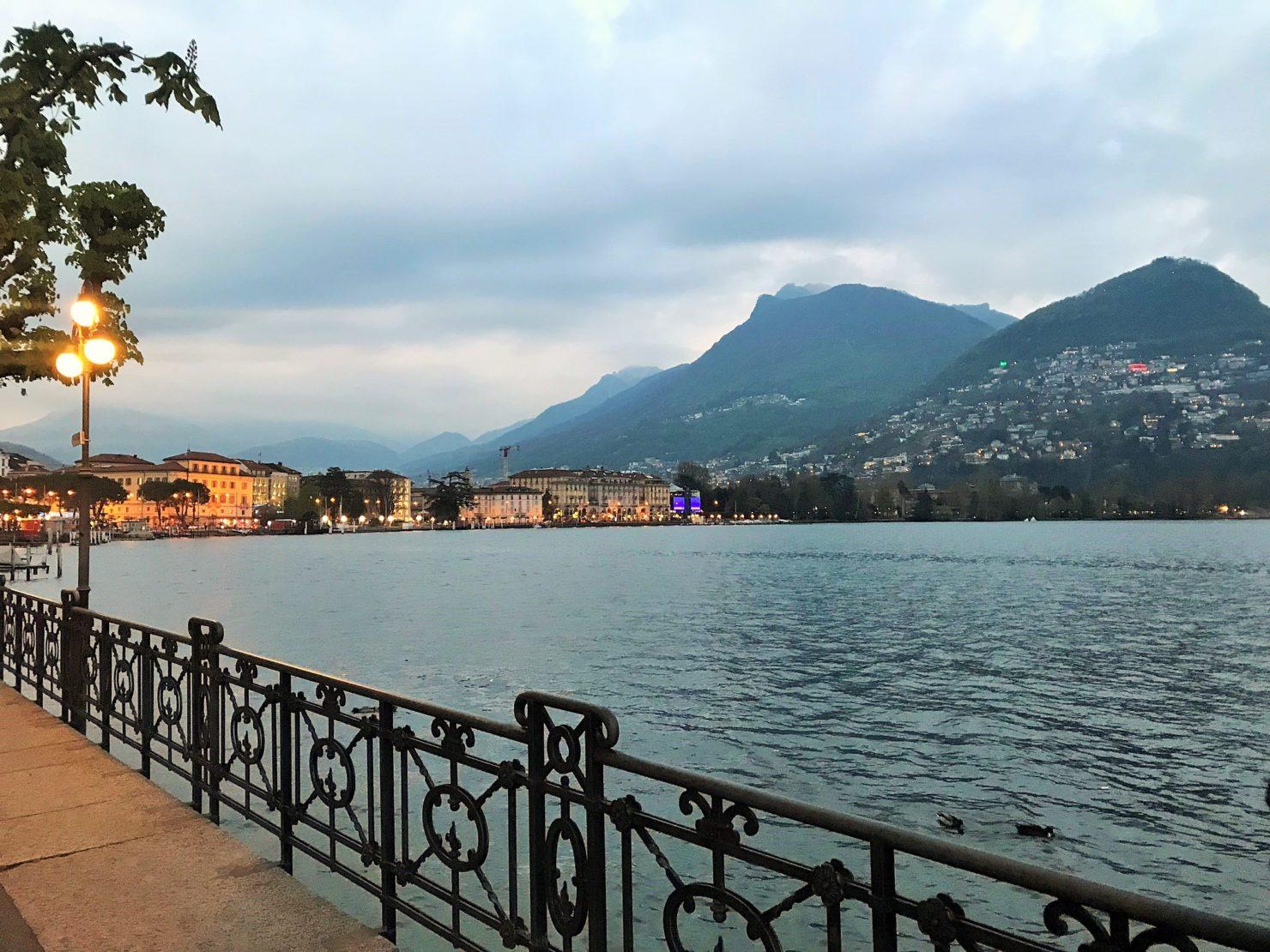 Lugano by night mit Blick auf Monte Bré