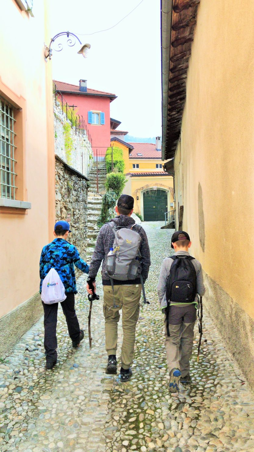 Spaziergang durch die Vergangenheit: Im Dorfkern von Casima
