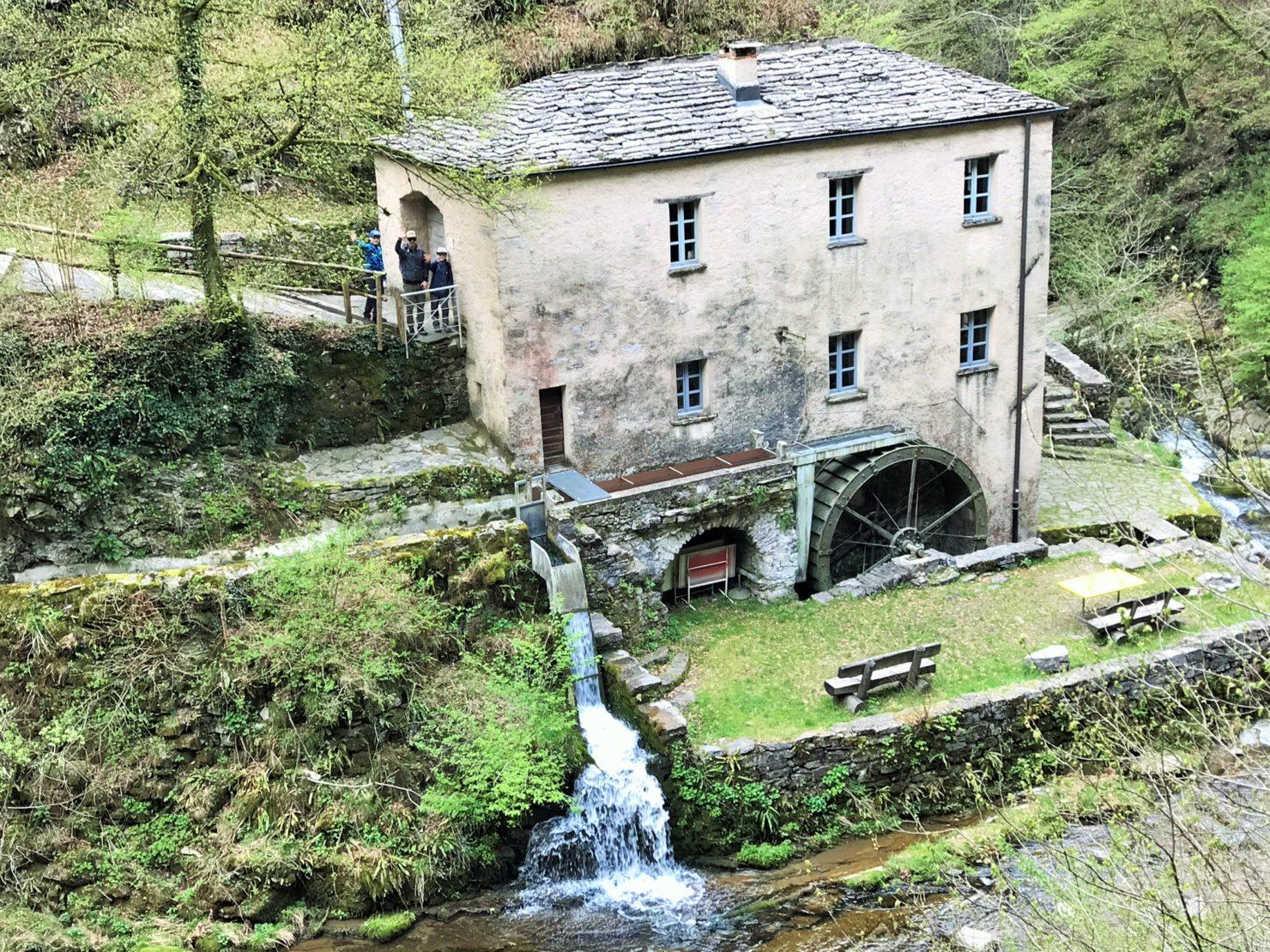 Familien Wanderung im Muggiotal im Tessin - die Mühle von Bruzella