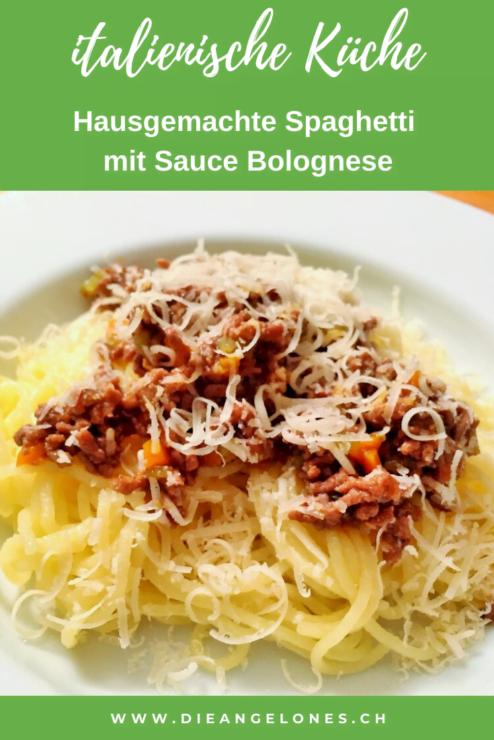 Mit dem Pasta-Maker kann man im Handumdrehen Teigwaren frisch selber machen. Hausgemachte Spaghetti, Tagliatelle oder Penne schmecken himmlisch. Zum Beispiel mit einem feinen Ragu alla bolognese, also mit Sauce Bolognese.