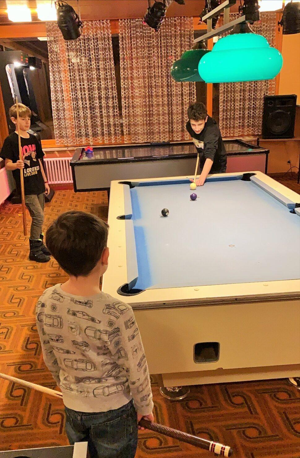 Billard spielen im Adrenalin in Braunwald - ein Riesenspass für Kids