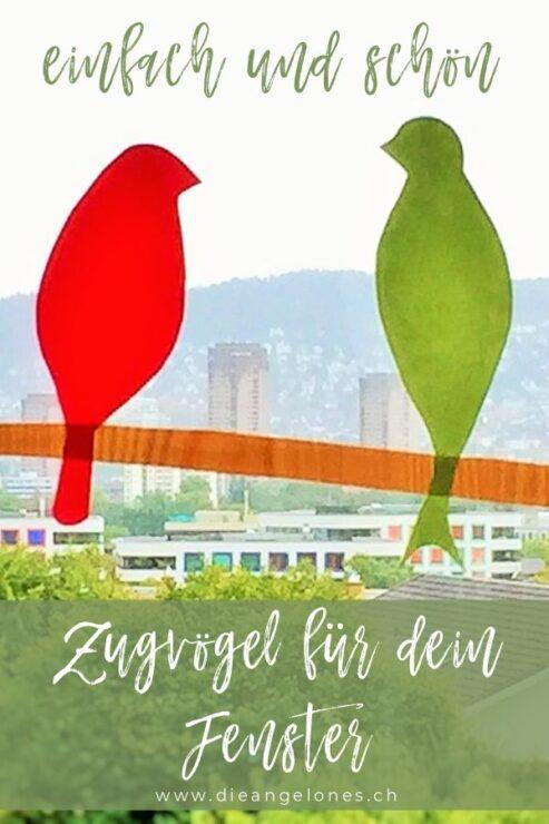 Mit diesem herbstlichen DIY-Projekt zaubert ihr bunte Zugvögel fürs Fenster, die nur noch darauf warten, in den Süden zu fliegen!