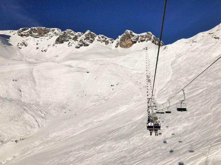 Skifahren in Elm mit der Familie