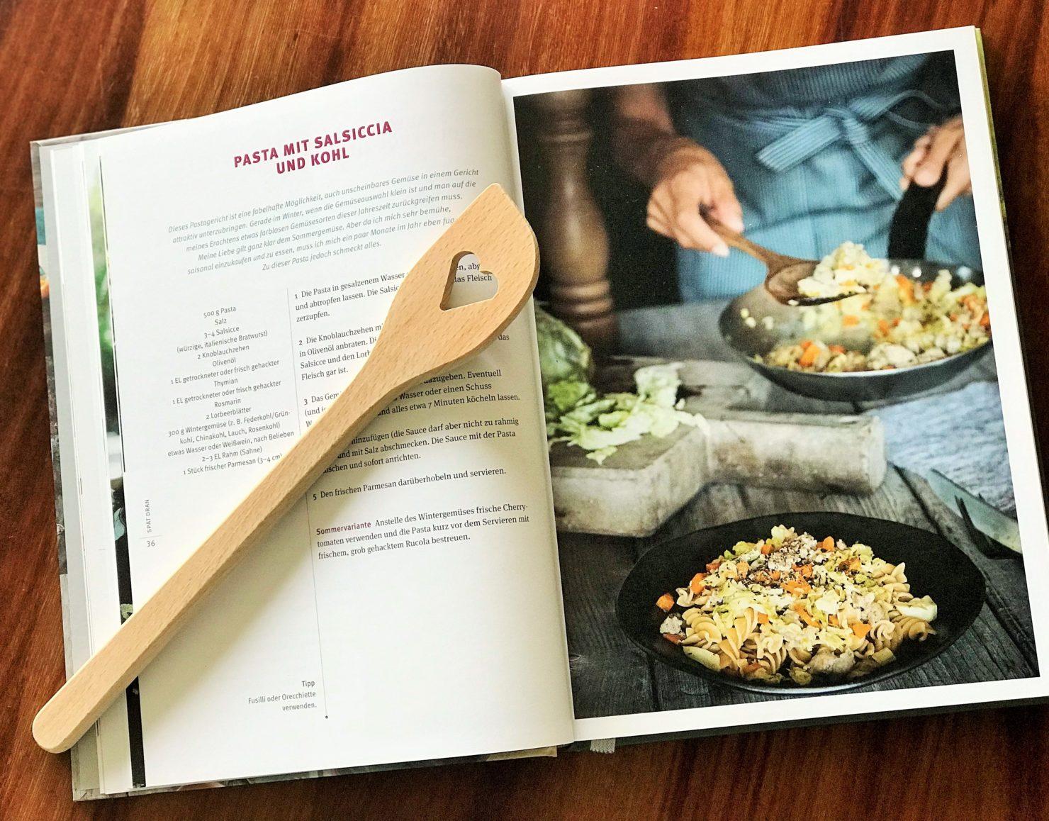 Entspannt kochen Pasta mit Chinakohl und Salsiccia
