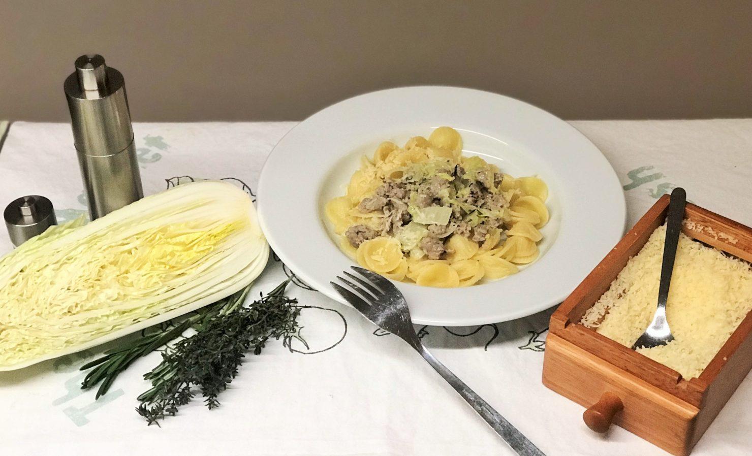 Pasta mit Gemüse, Chinakohl und Salsiccia