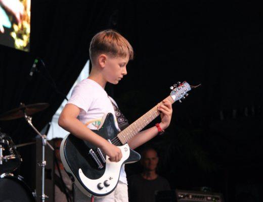 Erster Gig: Die positive Wirkung von Auftritten auf die musikalische Entwicklung von Kindern