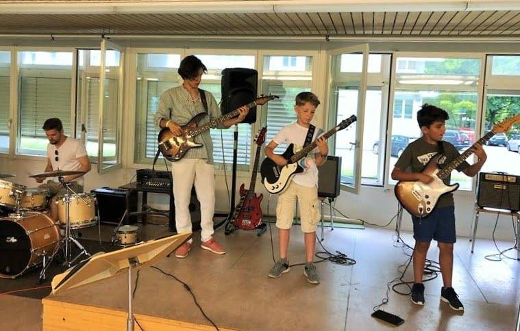 Die positive Wirkung des Musik machen in einer Band auf die musikalische Entwicklung von Kindern