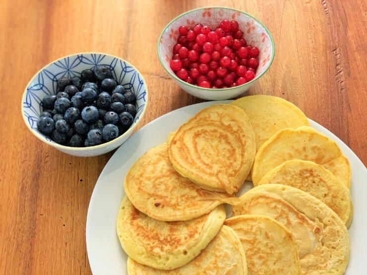 Frühstück wie in America: Pancakes mit frischen Früchten