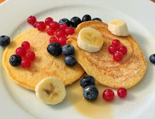 American Pancakes mit Beeren selber machen
