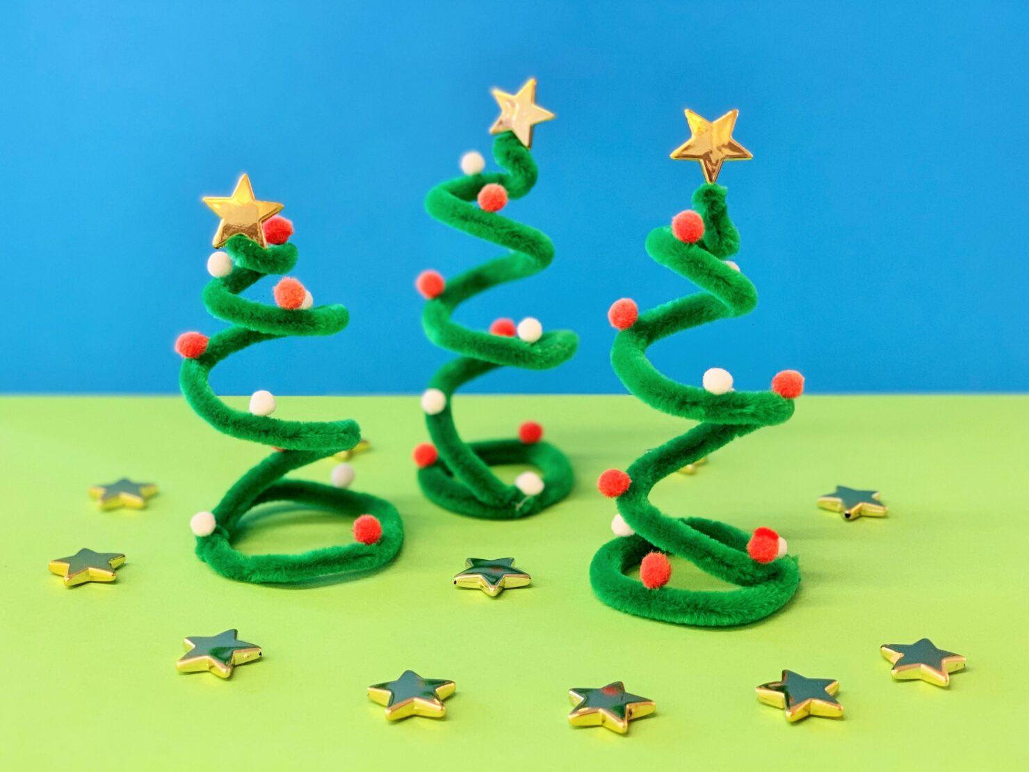 Weihnachtsbäume aus Pfeifenputzer basteln