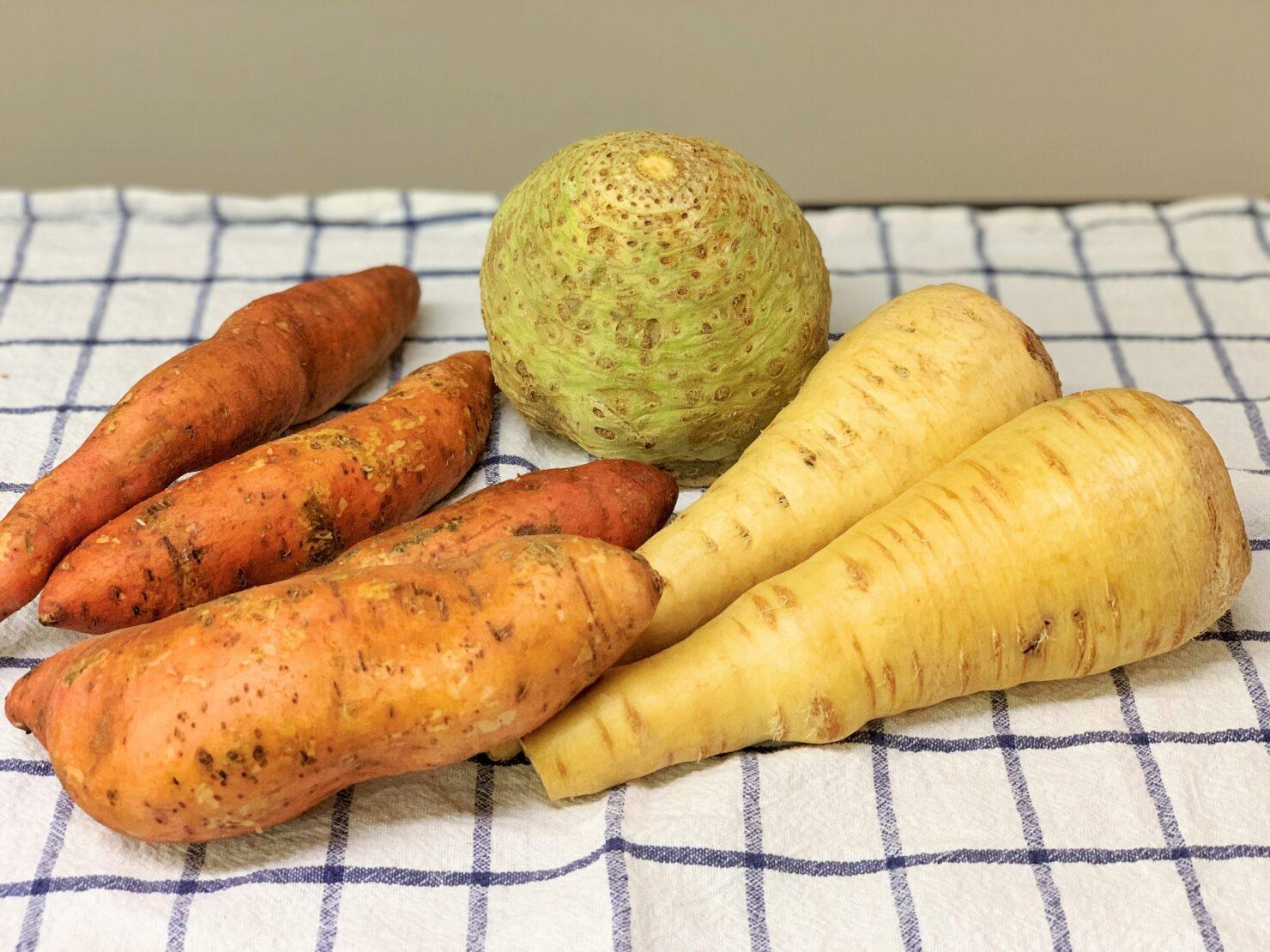 Grüner Sellerie, orangefarbene Süsskartoffeln und gelbe Pastinaken: Wintergemüse ist alles andere als eintönig!