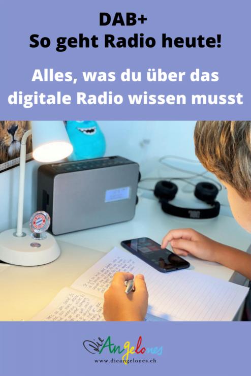 Die Schweiz wechselt bald komplett zum digitalen Radio! Schon jetzt könnt ihr den modernen Standard fast überall bequem über Antenne empfangen. Im Verlaufe des Jahres werden die ersten UKW-Sender dann definitiv abgeschaltet und sind neu über DAB+ zu empfangen. Alles, was ihr für den tollen digitalen Klang und die praktischen Zusatzdienste benötigt, ist ein Empfangsgerät mit DAB+. Was bedeutet die Umstellung für den bisherigen Radio und für die UKW-Lieblingssender? Und können DAB+-Geräte mehr als Radio? Wir verraten es euch!