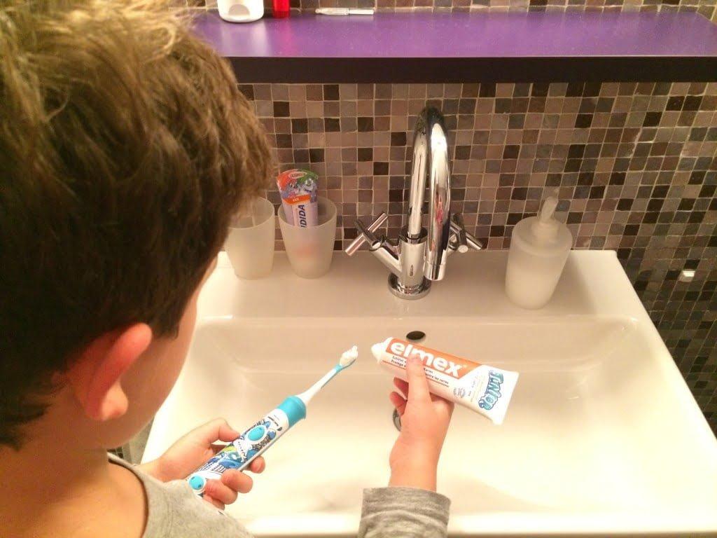 Mundhygiene bei Jugendlichen - Zähne putzen mit Teenagern
