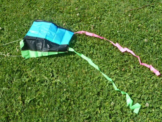 Kinderspiel Kindheitserinnerung Drachen basteln und steigen lassen