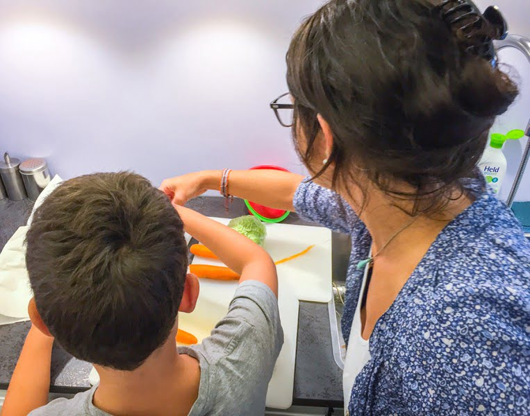 Erste Hilfe Küche Kinder lernen schneiden Messer