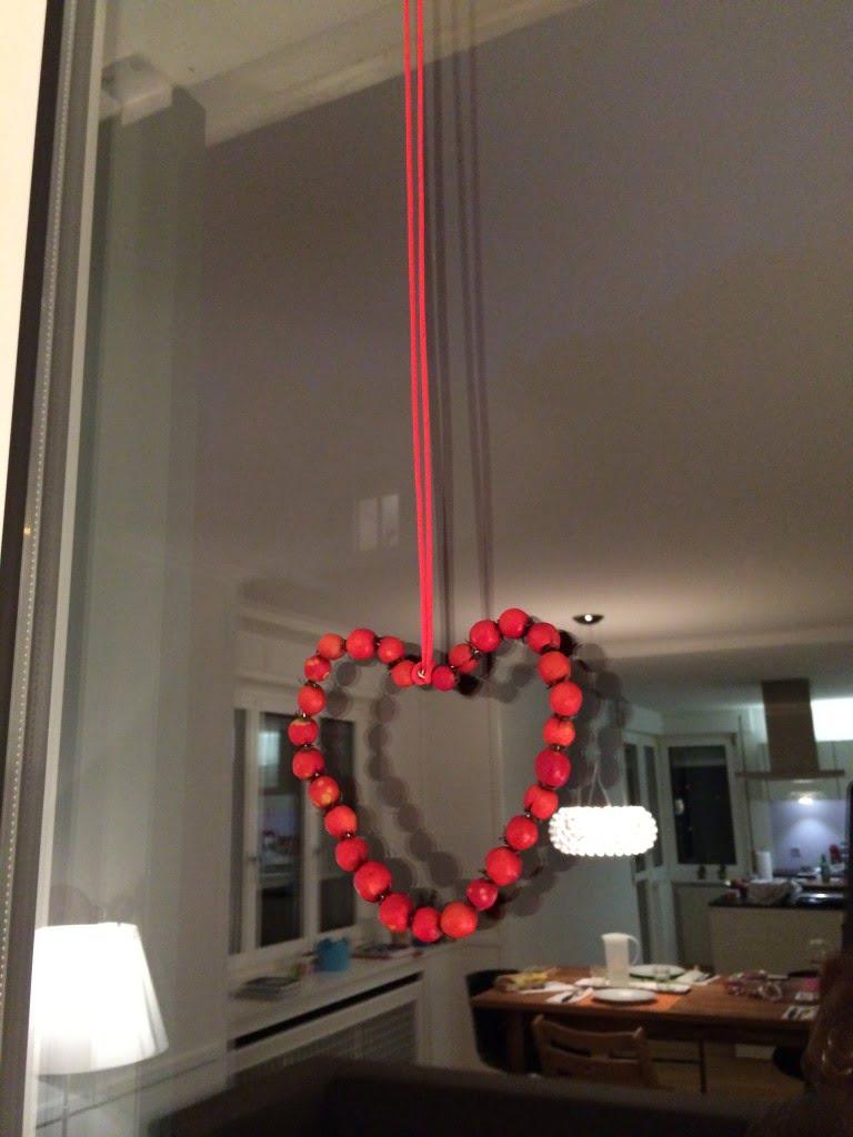 Hagebutten-Herzen fürs Fenster basteln