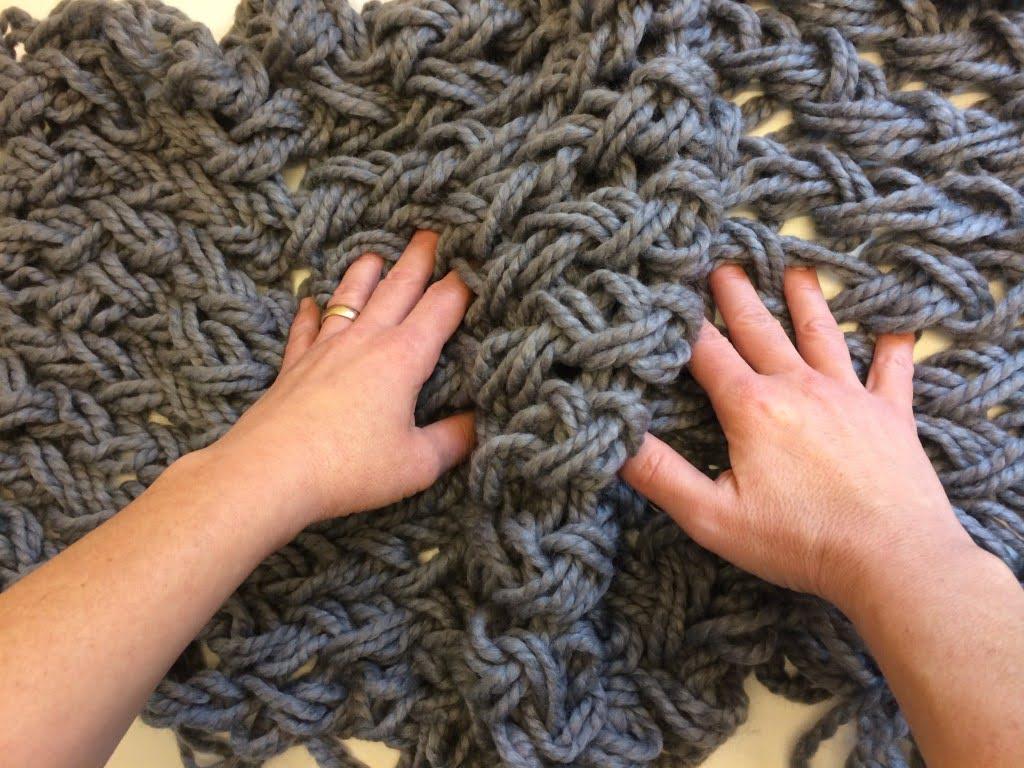 Rundschall einfach und schnell von Hand stricken
