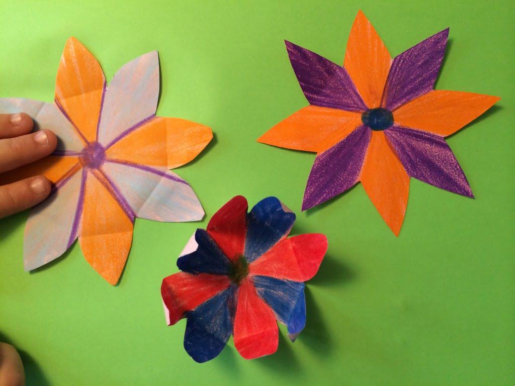 Mit Papier und Farbe - Experiment Chinesische Wunderblume