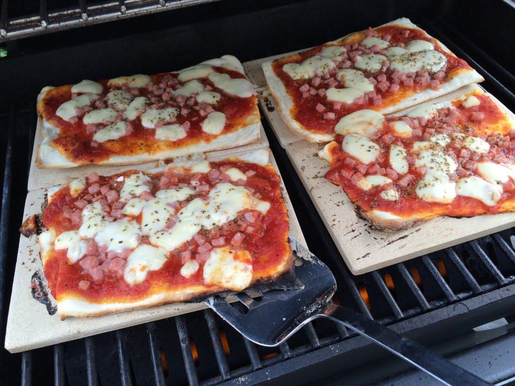 pizza grillieren mit pizzasteinen gehts die angelones der ehrliche und n tzliche familienblog. Black Bedroom Furniture Sets. Home Design Ideas