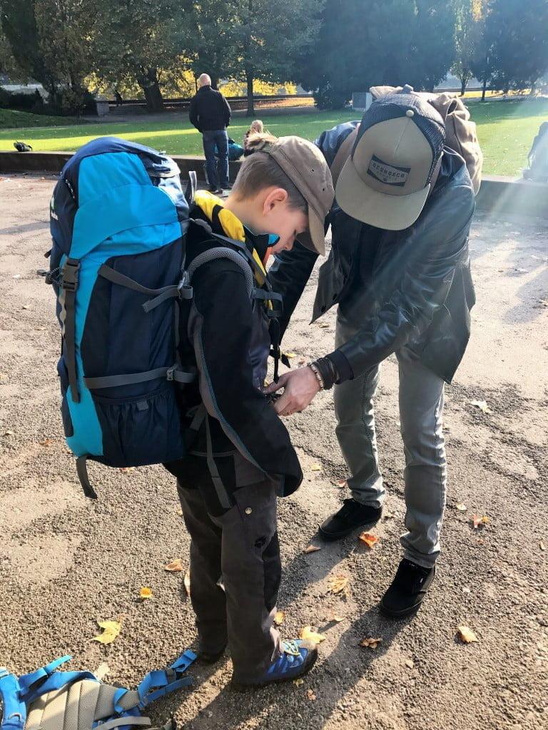 Die Kinder gehen ins Pfadilager