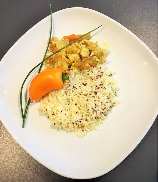 Asiatische Wokpfanne mit Reis und Quinoa