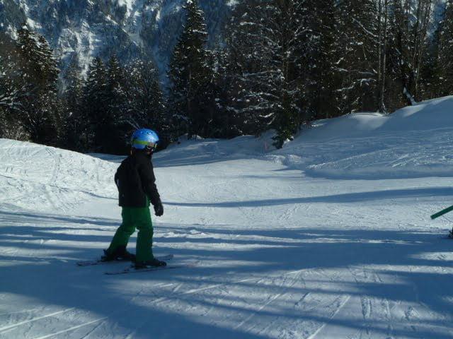 Skiferien in Braunwald: Kinder lernen, Eltern geniessen