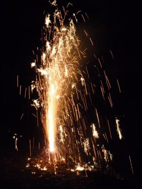 Feuerwerk mit Kindern an Silvester