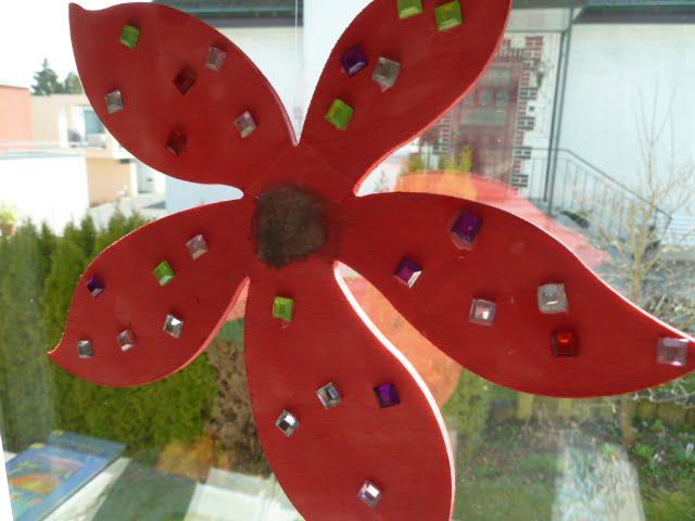Blumen aus Holz fürs Fenster