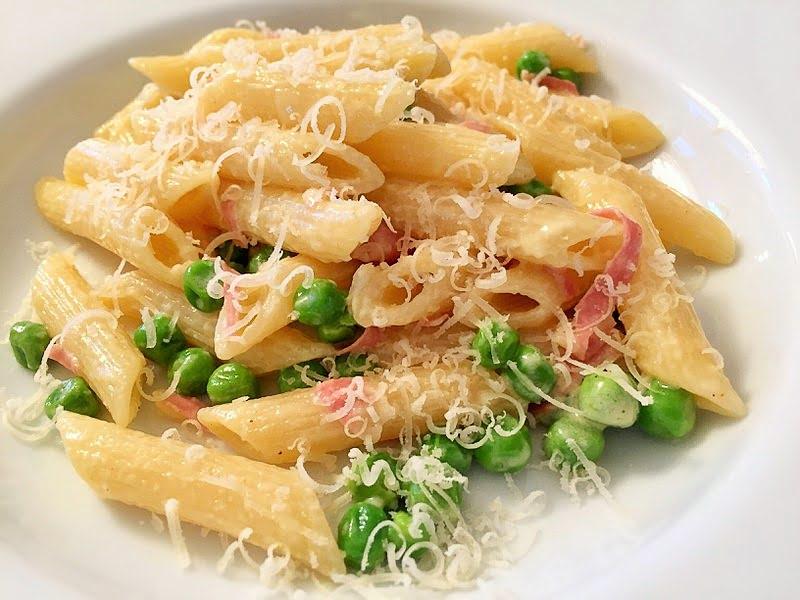 Kinderleicht kochen: Pasta mit Mortadella und Erbsen