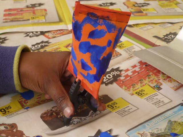 Recykling-Basteln: Rasseln aus Toilettenpapierrollen