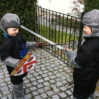 Als Ritter verkleidet an die Fasnacht
