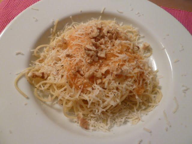 Spaghetti mit Karotten und Baumnüsse