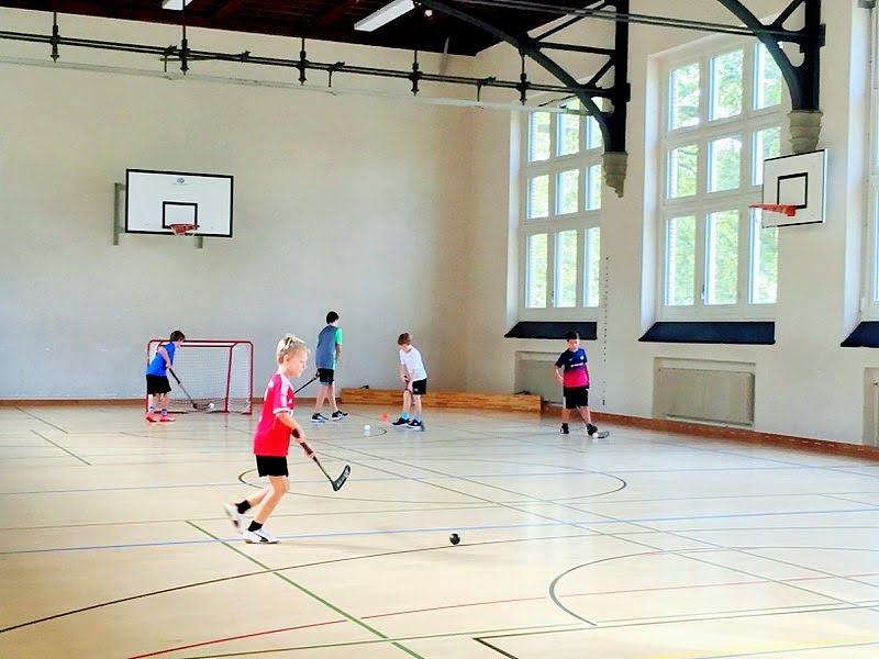 Ferienprogramm: Eine Woche Unihockey intensiv
