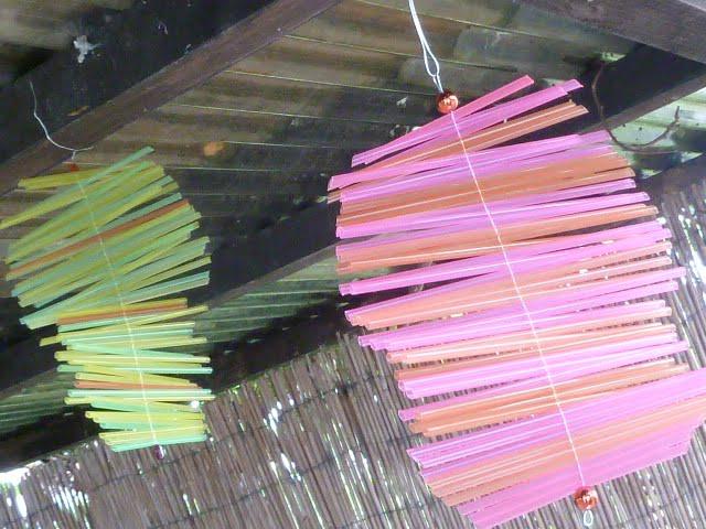 Windspiel aus Trinkhalmen basteln